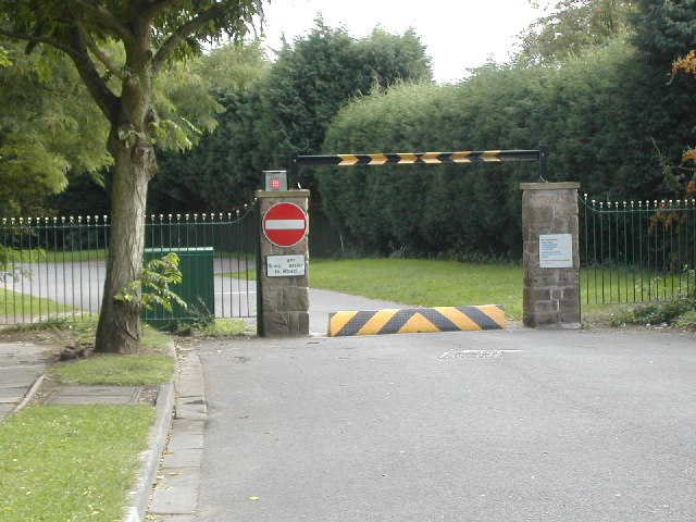 Gated_Community_Barrier_-_geograph.org.uk_-_54408